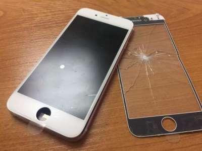 Чем опасны сколы на экране телефона